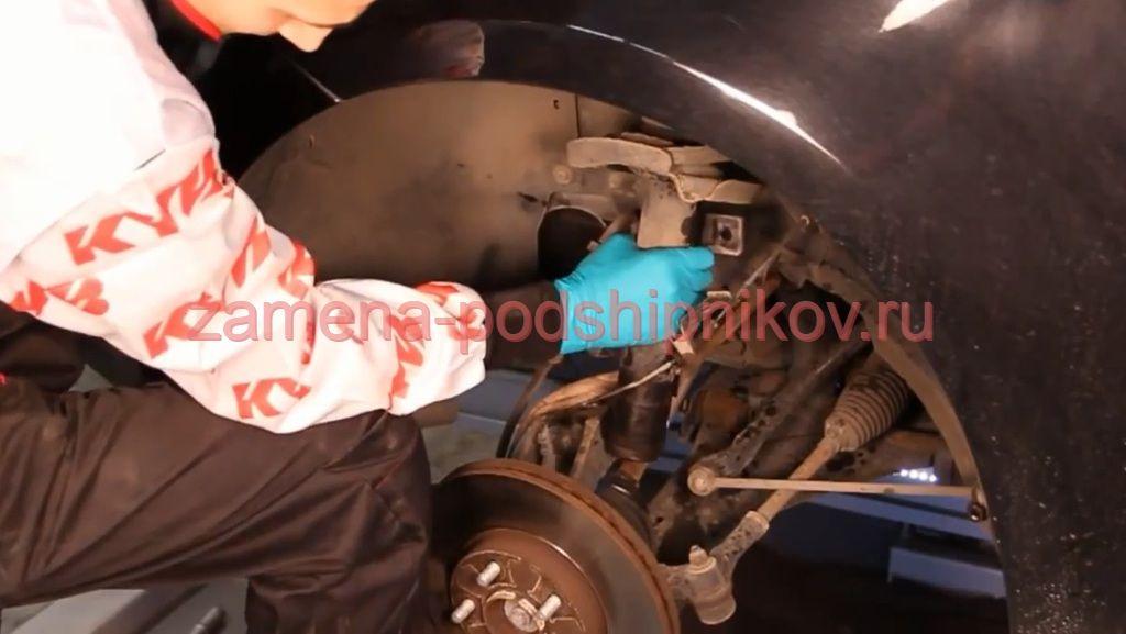 Замена переднего амортизатора форд фокус 3 своими руками 45