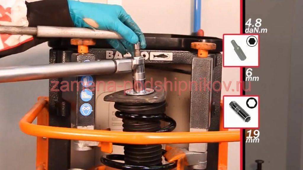 Замена переднего амортизатора форд фокус 3 своими руками 59