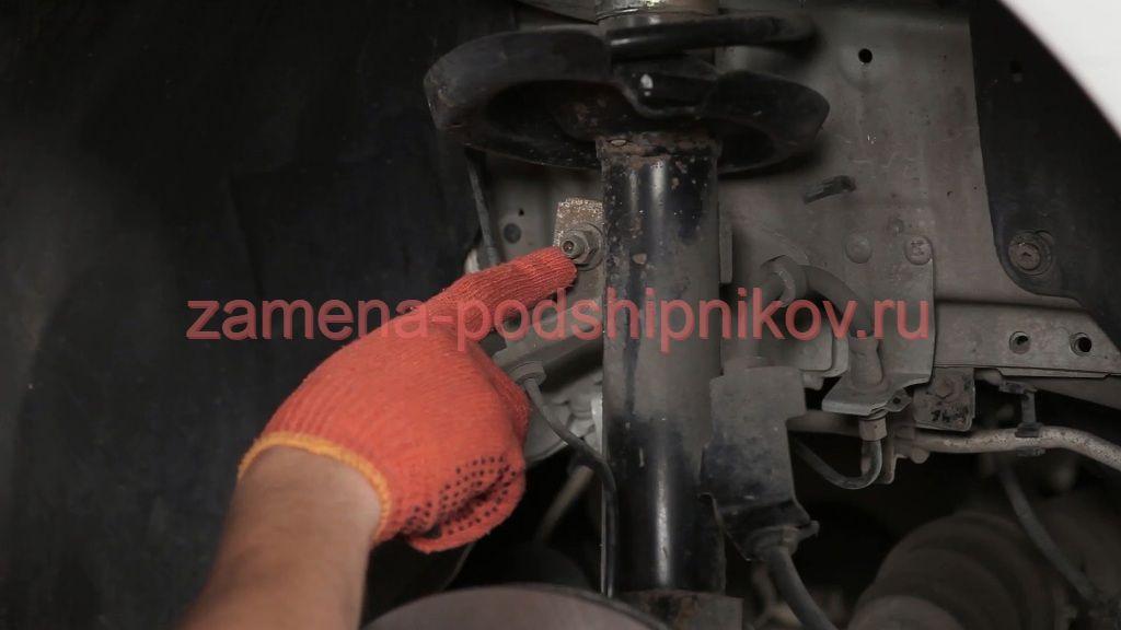 Замена переднего амортизатора форд фокус 3 своими руками 35