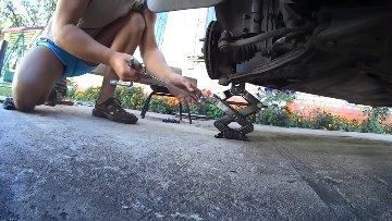 Вывешиваем переднее колесо