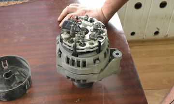 демонтаж крышки генератора